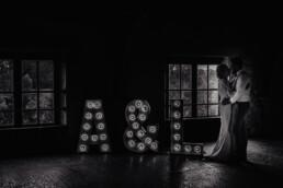 zwart wit foto met A & J